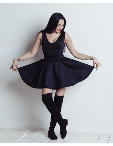 Suknelė su iškirpte